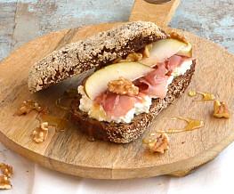 Low carb broodjes met Hüttenkäse en rauwe ham