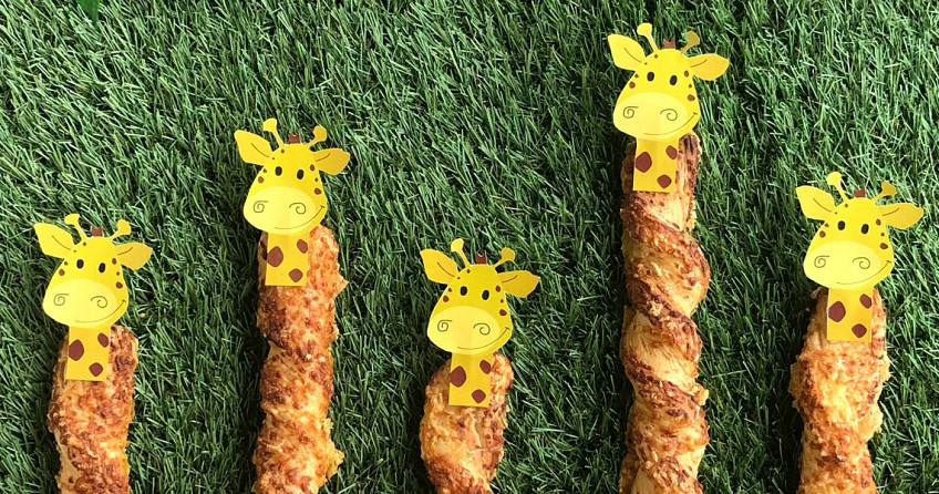 Traktatie: kaasstengel giraffen